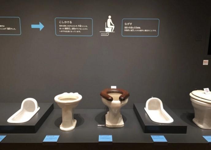 Jedna z ekspozycji muzem - przyklady toalet
